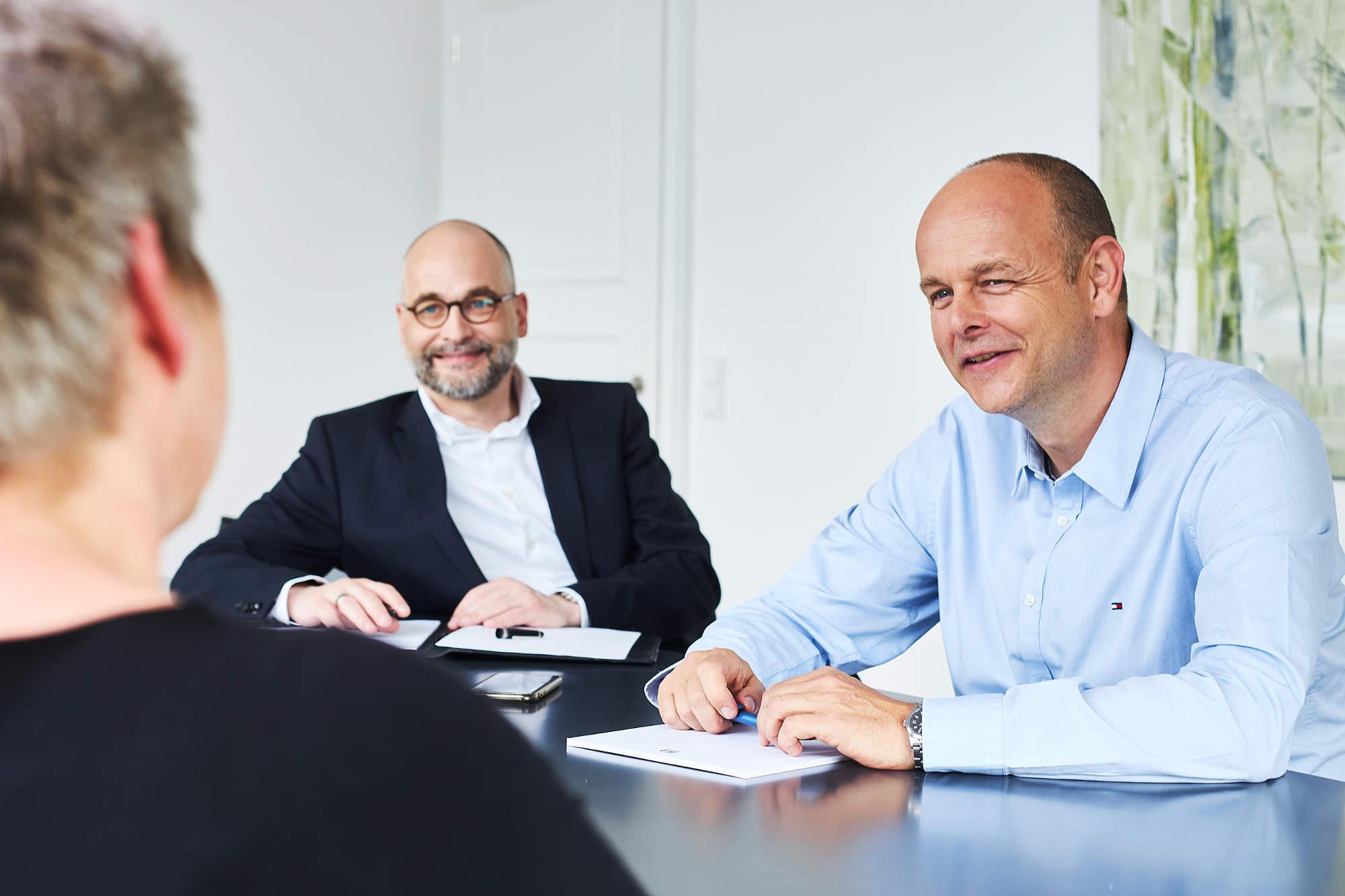 Mandantengespräch über Aufhebungsvertrag Arbeitsrecht, in der Kanzlei der Rechtsanwälte Aachen